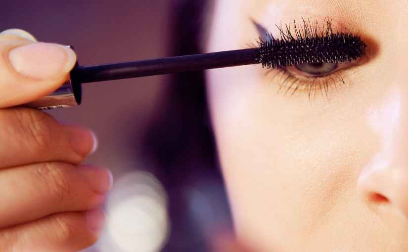 How to Apply Mascara like a Pro (Quick Mascara Dating Guide)